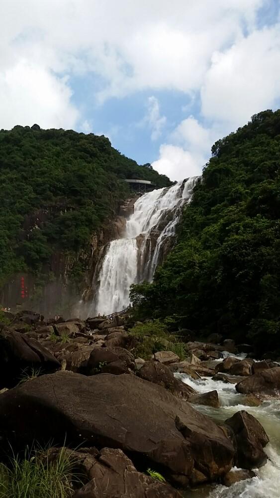 地址: 梅州市丰顺县横东管理区 门票名称价格预订 龙归寨瀑布成人票¥
