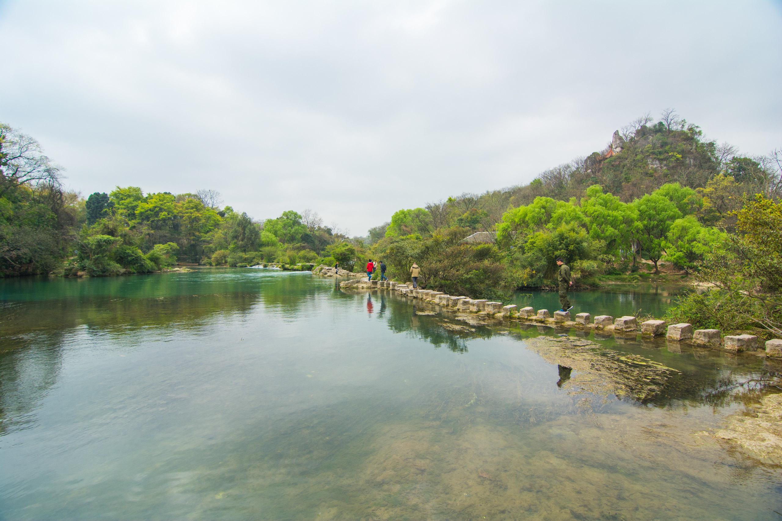亮点 漫步花溪河畔欣赏山水风光,享受原生态的田园风情.
